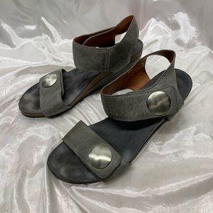 Taōs Carousel Wedge Sandals